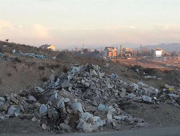 تخلیه شبانه پسماندهای ساختمانی در منطقه جیلاردنو توسط افراد ناشناس