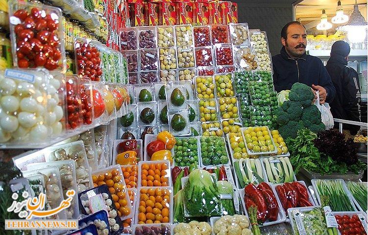 خودنمایی میوههای لوکس آمریکایی در بازار تهران/ دولت نسبت به واردات میوههای قاچاق بیتفاوت است