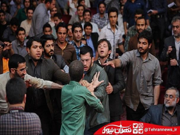 درگیری دانشجویان در دانشگاه صنعتی امیرکبیر/ نصب عکس سران فتنه در برد دانشجویی!/ برخورد منفعلانه مسئولان دانشگاه