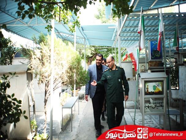 حضور فرمانده سپاه حضرت روحالله (ره) بر سر مزار شهدای ترور + عکس