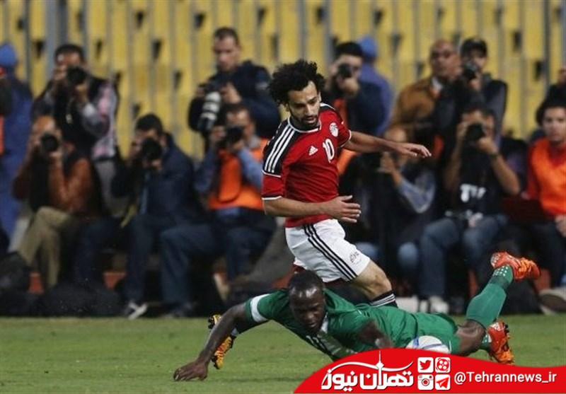 تفتیش بدنی بازیکن تیم ملی در فرودگاه + عکس