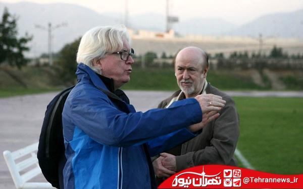 پسر شفر روی نیمکت استقلال/ آواز خواندن هافبک استقلال + عکس