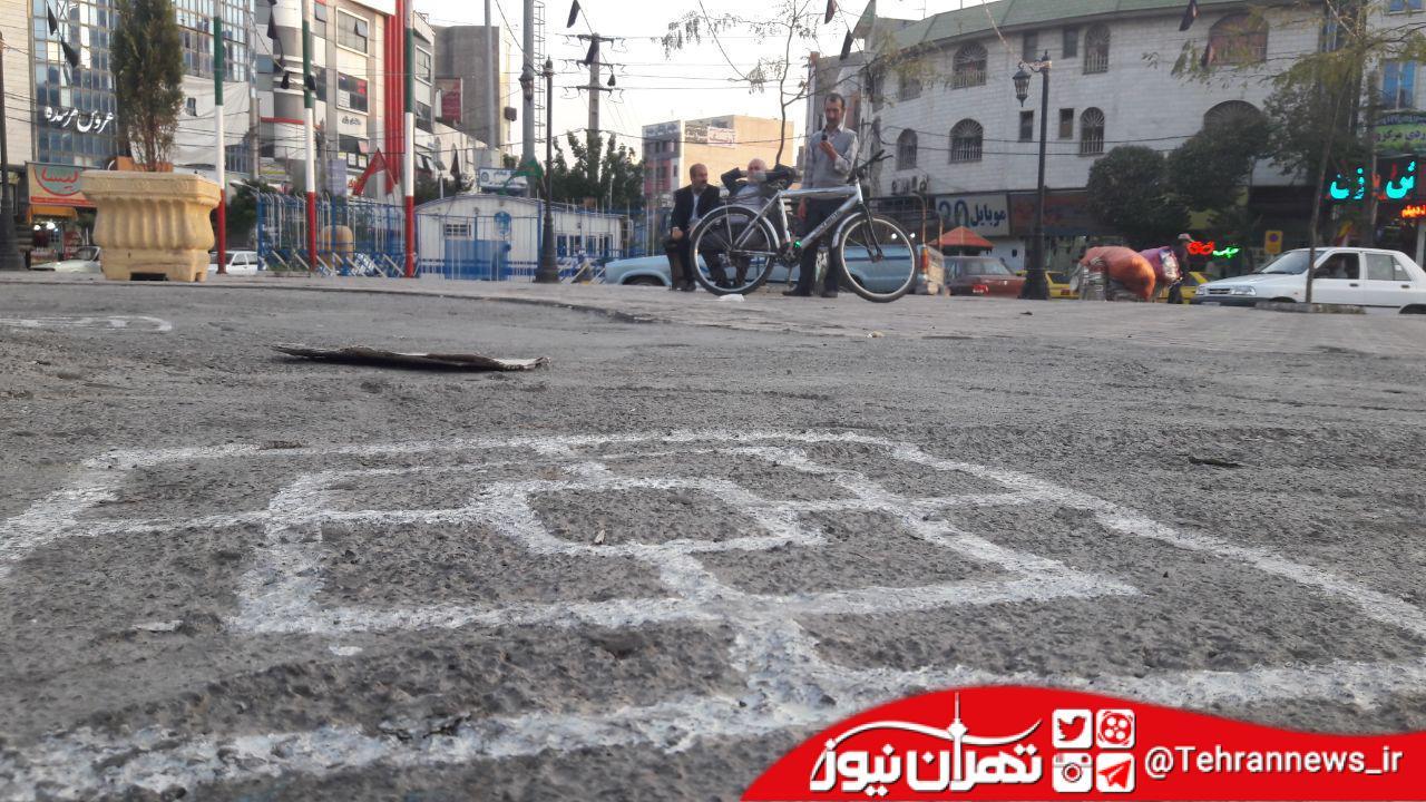 استقرار بازنشستگان در میدان مرکزی شهر به جای درختان بیدمجنون