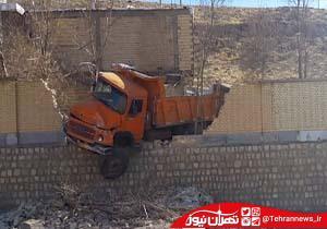 ورود هولناک کامیون به مدرسه! + فیلم