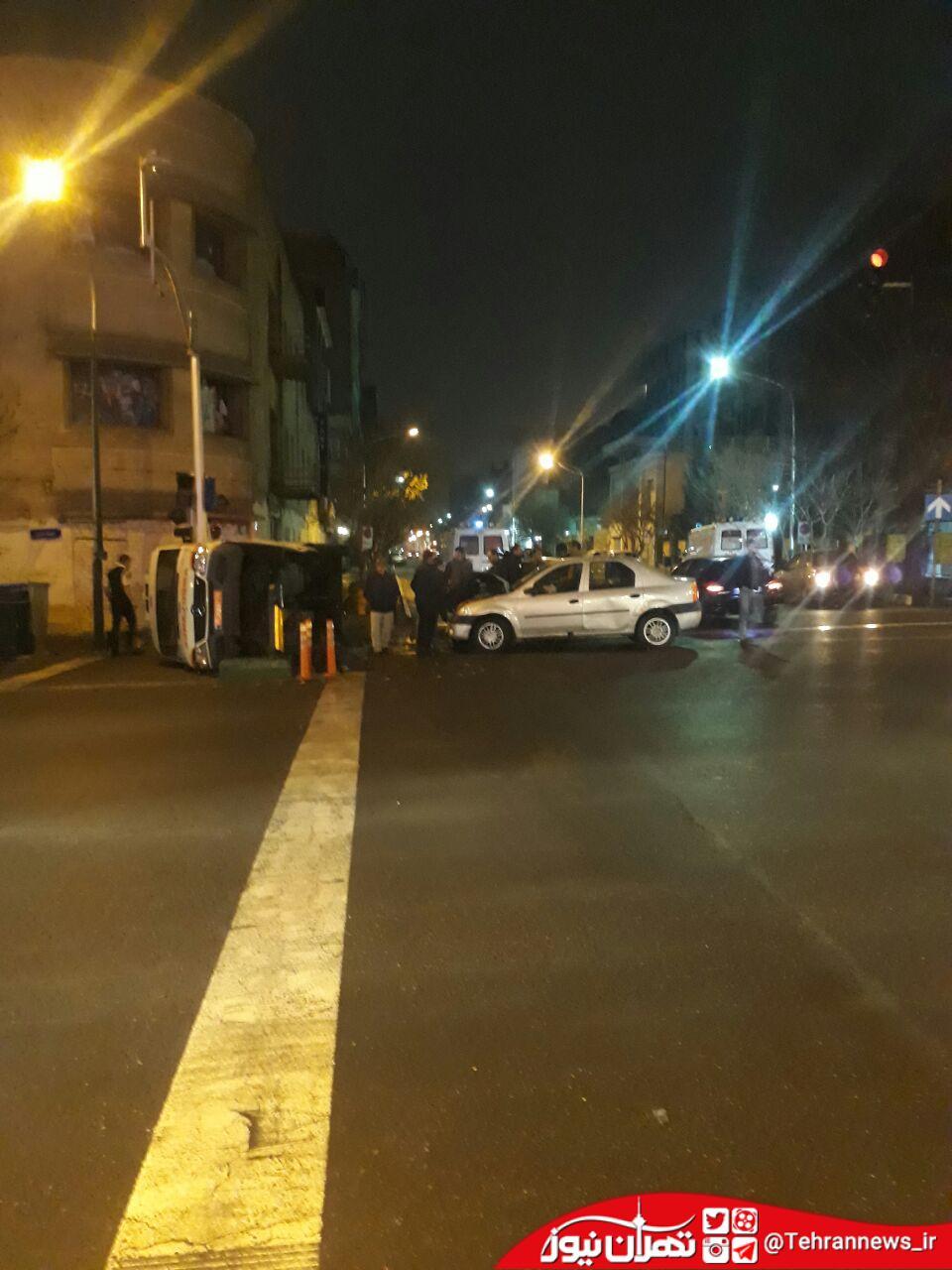 آمبولانس اورژانس در خیابان قرنی چپ شد + عکس