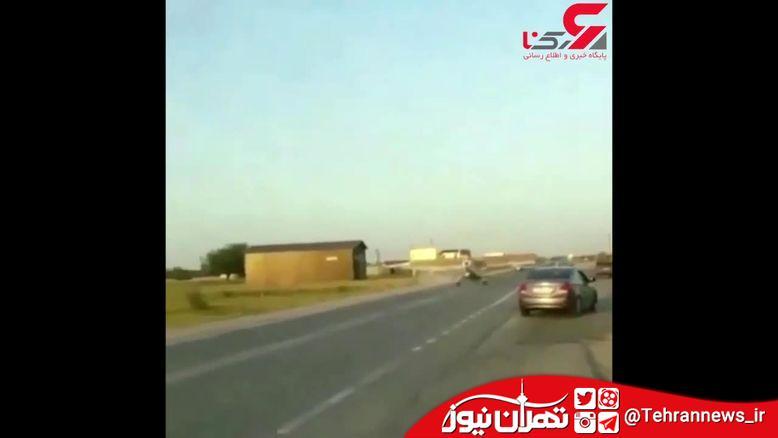 تصادف هواپیما با ماشین سواری در خیابان! + فیلم