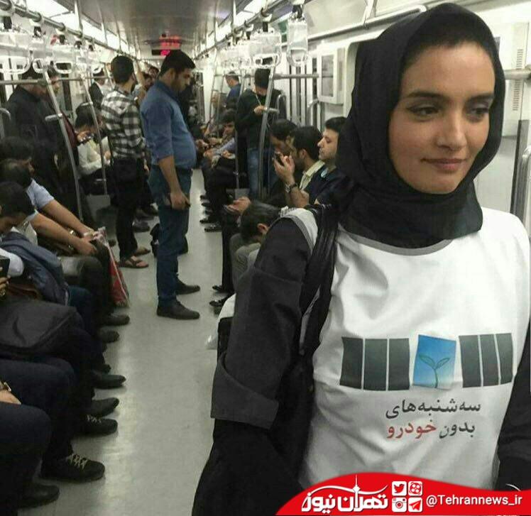 ميترا حجار با تی شرت خاص در مترو + عکس