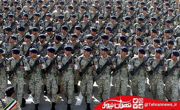 رژه مقتدرانه نیروهای مسلح در جوار حرم امام(ره)
