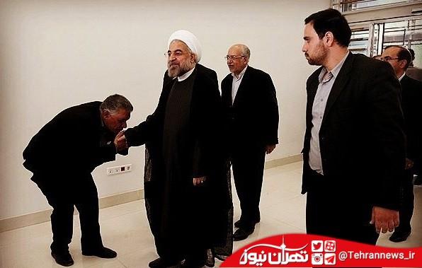 بوسیدن دست روحانی توسط نماینده آمل + فیلم