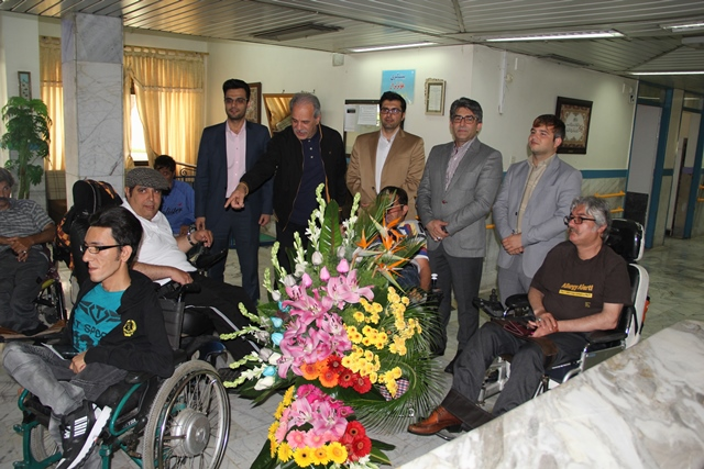 دیدار و دلجویی شهردار کهریزک از جوانان معلول آسایشگاه خیریه کهریزک