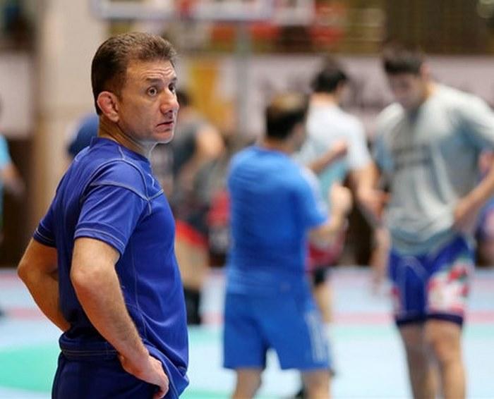 مربیان تیم ملی در لیگ اجازه فعالیت ندارند