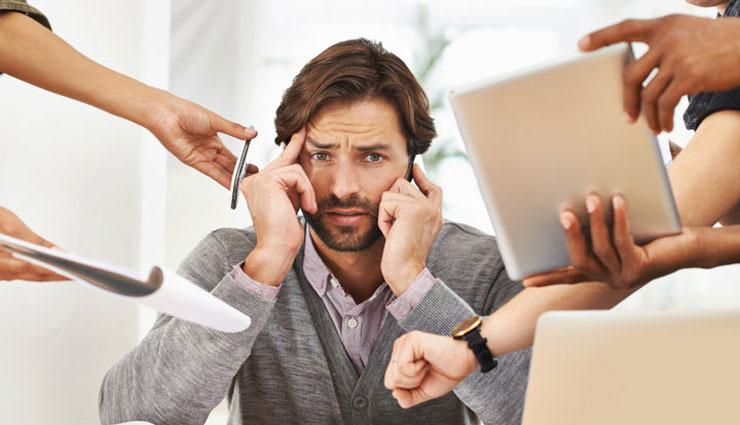 چرا همکارانتان کارهایشان را به شما محول میکنند؟