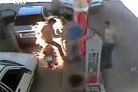آتش سوزی عجیب موتورسیکلت در پمپ بنزین