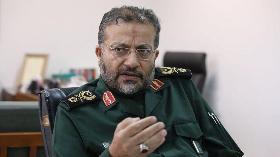 تلاش میکنند با دروغ و تحریف مردم ایران را از حرکت باز دارند