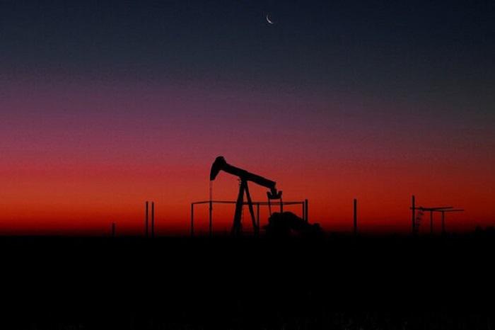 قیمت نفت با ابهام در مورد چشمانداز تقاضا سقوط کرد