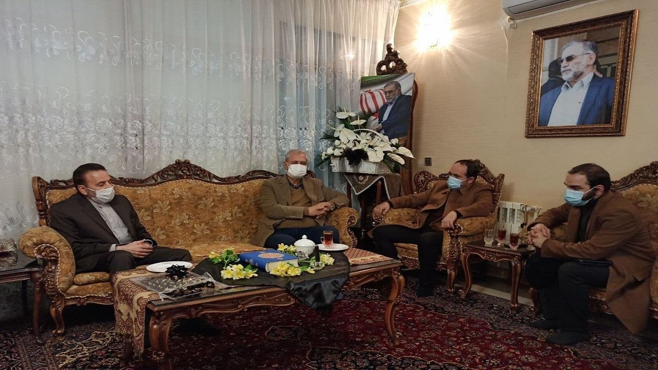 حضور واعظی و ربیعی در منزل شهید فخری زاده
