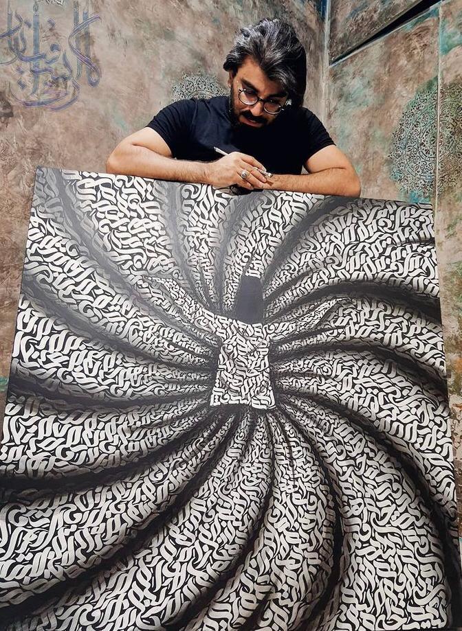 اجرای نقاشیخط توسط هنرمند فیروزکوهی در برنامه راه شب