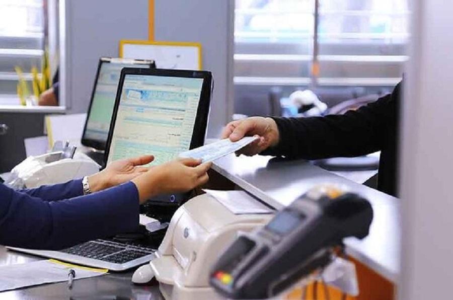 هزینه پیامک بانکها همچنان ۱۵ هزار تومان