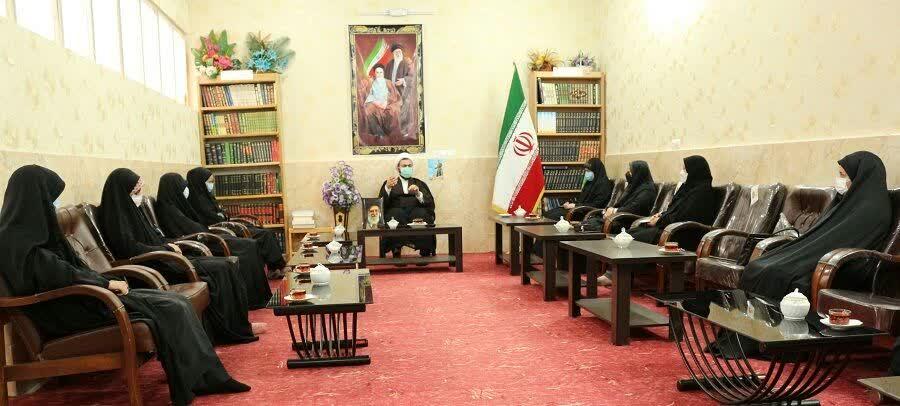 """دانشآموزان باید پرچم انقلاب را بر افراشته نگه دارند / بیانیه """"گام دوم انقلاب اسلامی"""" چراغ راه آینده ما است"""